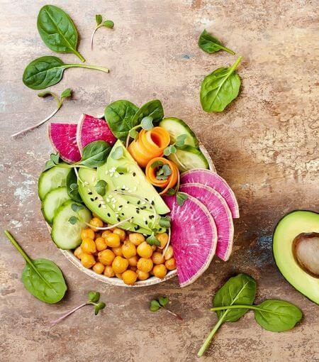 Goloso, sano e colorato piatto vegetariano