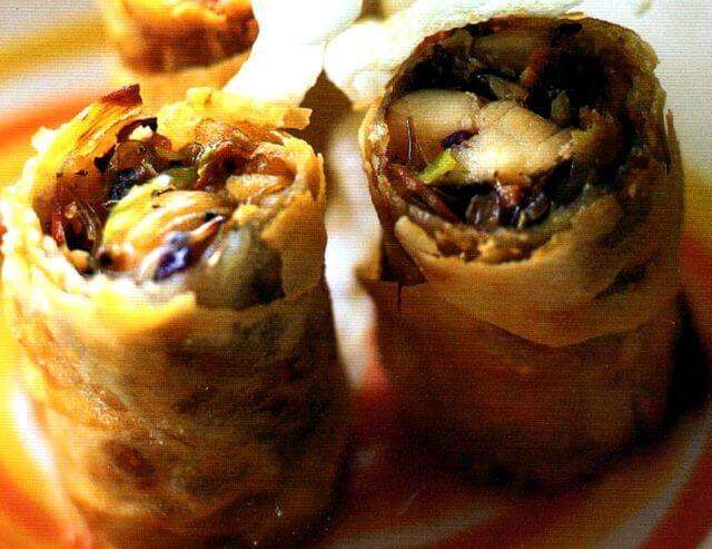 Rotolini di granchio, verdure e vermicelli di soia fritti
