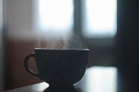 Una tazza di bevanda calda è quello che ci vuole al risveglio