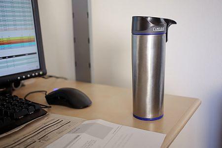 Il thermos consente di assumere bevande calde in ufficio