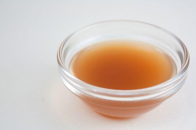 Aceto di mele in una ciotolina