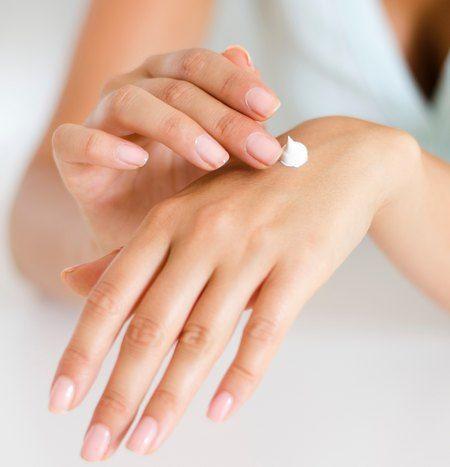 Come applicare la crema sulle mani