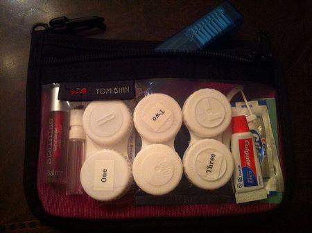 Truosse per cosmetici con barattolini etichettati per capire cosa contengono