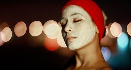 Maschera di bellezza fai da te applicata sul viso