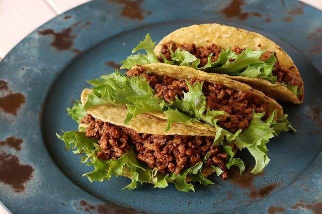 Tacos messicani farciti di carne speziata