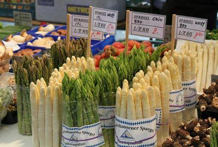 Asparagi di varietà differenti
