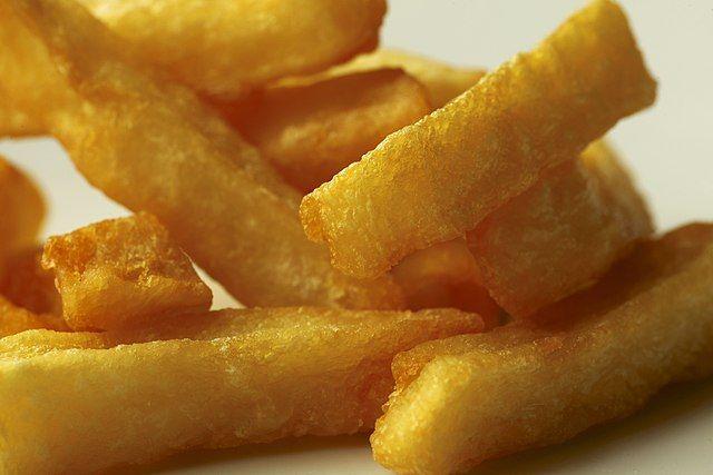 Patatine fritte croccanti fuori e morbide dentro