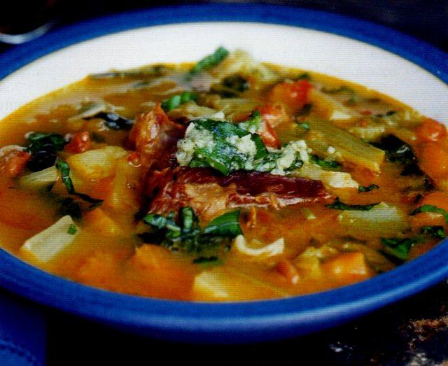 Zuppa corsa completamente vegetariana