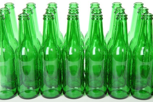 Bottiglie di vetro perfettamente pulite e lavate