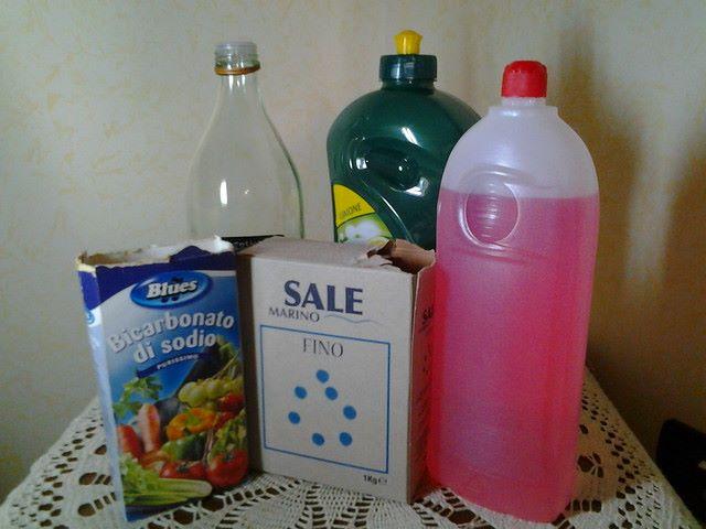 Ingredienti per preparare in casa detergenti naturali e economici