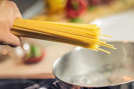 Gli spaghetti vanno cotti in acqua bollente