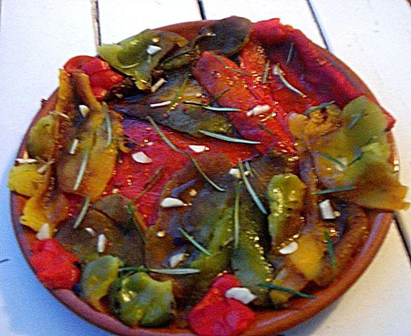 Peperoni in marinata pronti nel piatto