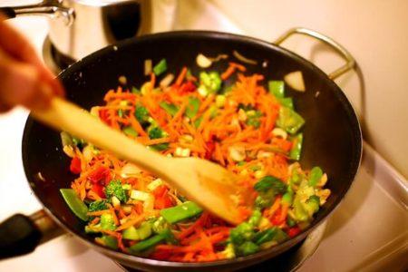 Come saltare le verdure in padella