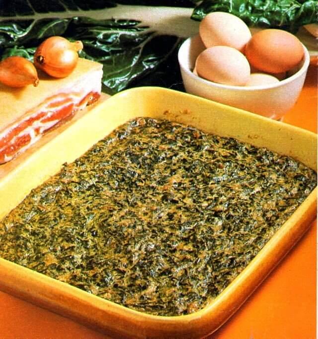 Il tortino di bietole e pancetta va cotto in forno in una pirofila