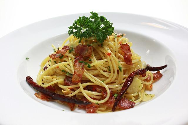 Spaghetti con pancetta e peperoncino