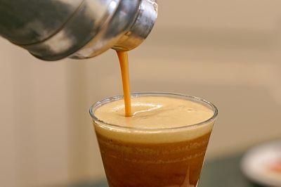 Shakerare il latte aromatizzato lo rende spumoso