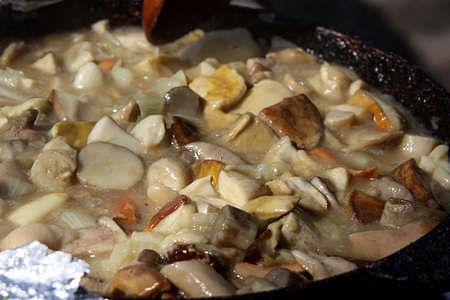 I funghi in padella rilasciano molta acqua durante la cottura
