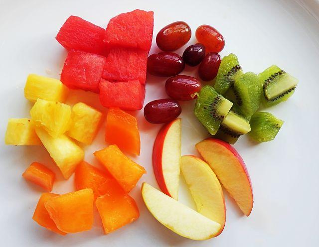 Frutta fresca mista tagliata adatta a decorare dessert