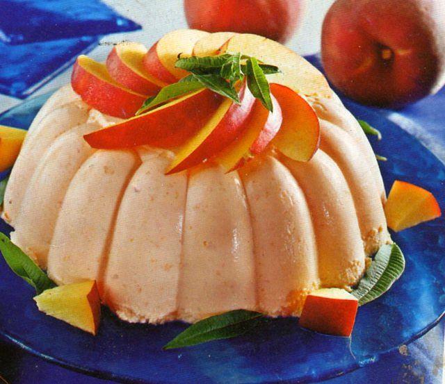 Semifreddo alla frutta decorato bene