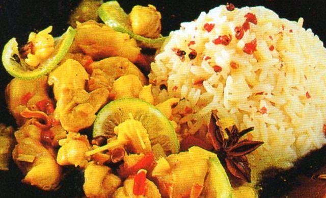 Come presentare in tavola i bocconcini di tacchino stufati con il riso pilaf