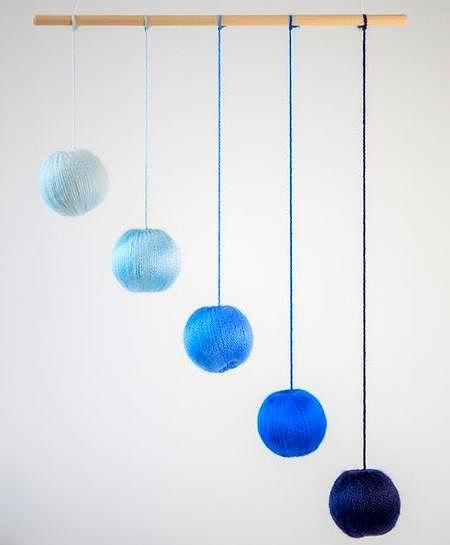 Giostrina Gobbi con sfere blu di diverse tonalità