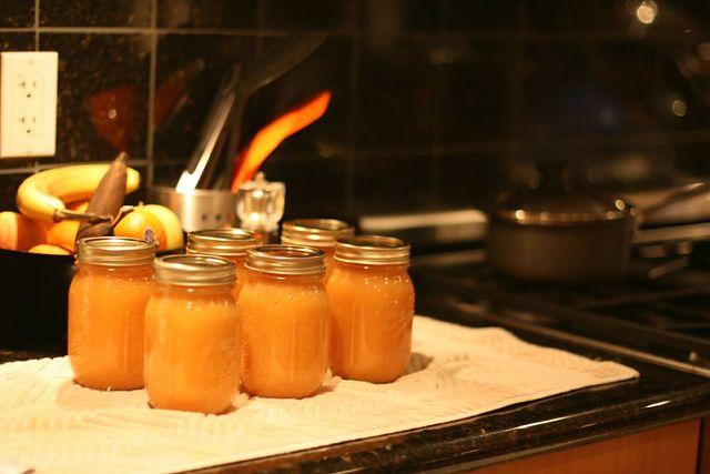 La marmellata di cachi si conserva in vasi di vetro chiusi