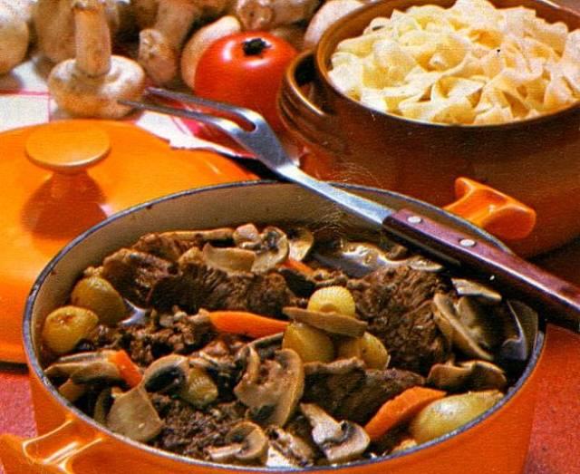 Stufato di carne e verdure della nonna morbido e appetitoso