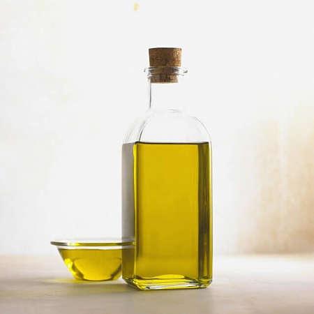Bottiglia contenente olio extravergine di oliva