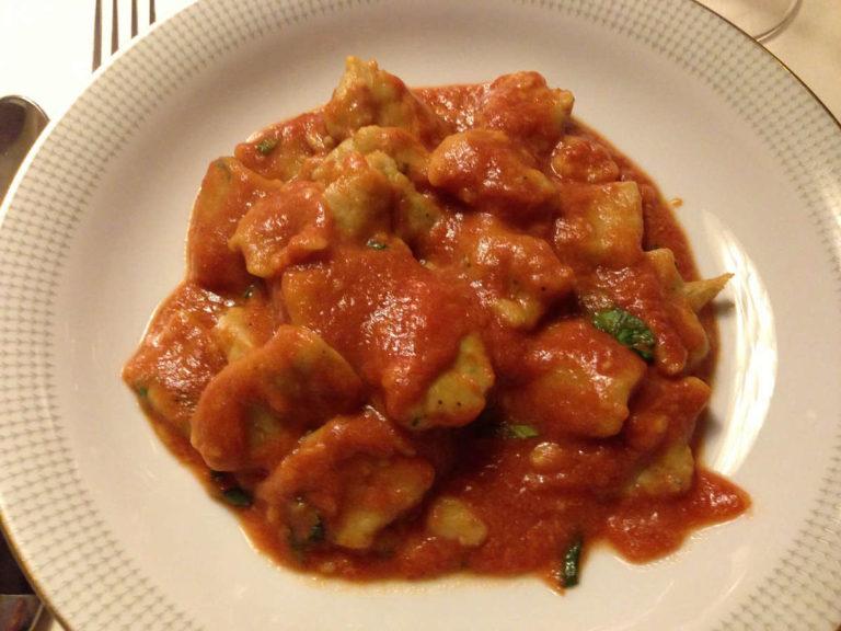 Gnocchi di patate piemontesi con salsa al pomodoro leggera
