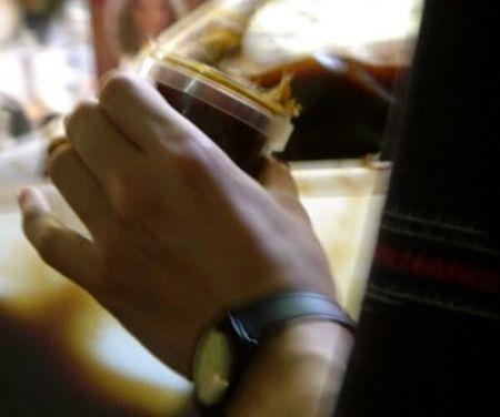 Il sapone nero va estratto dal suo barattola a mani asciutte