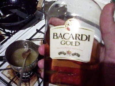 Rum di marca Bacardi nella bottiglia