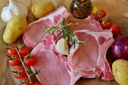 Braciole di carne suina con l'osso