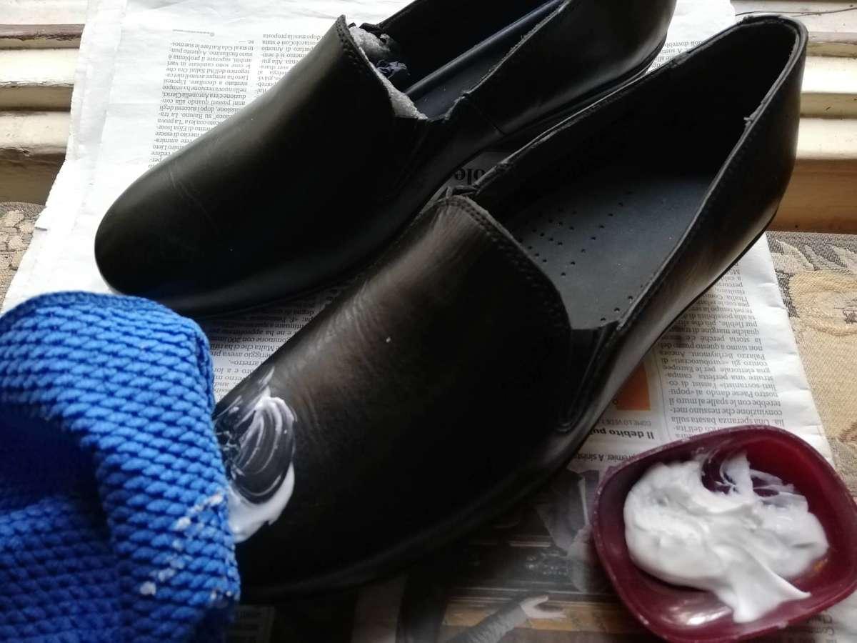 Come nutrire e rendere splendenti le scarpe con panno morbido e lucido fai da te