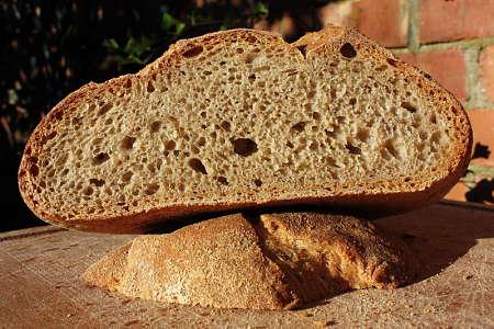 Pane di farina di segale fatto in casa