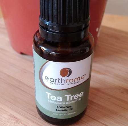 Olio essenziale di Tea tree in bottiglietta scura