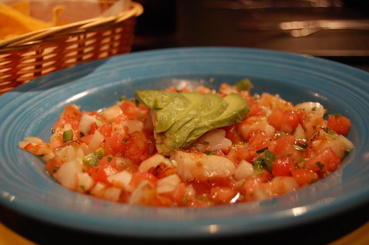 Aspetto del ceviche di gamberi e pomodori dietetico