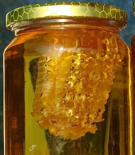 Miele e favo in vaso di vetro