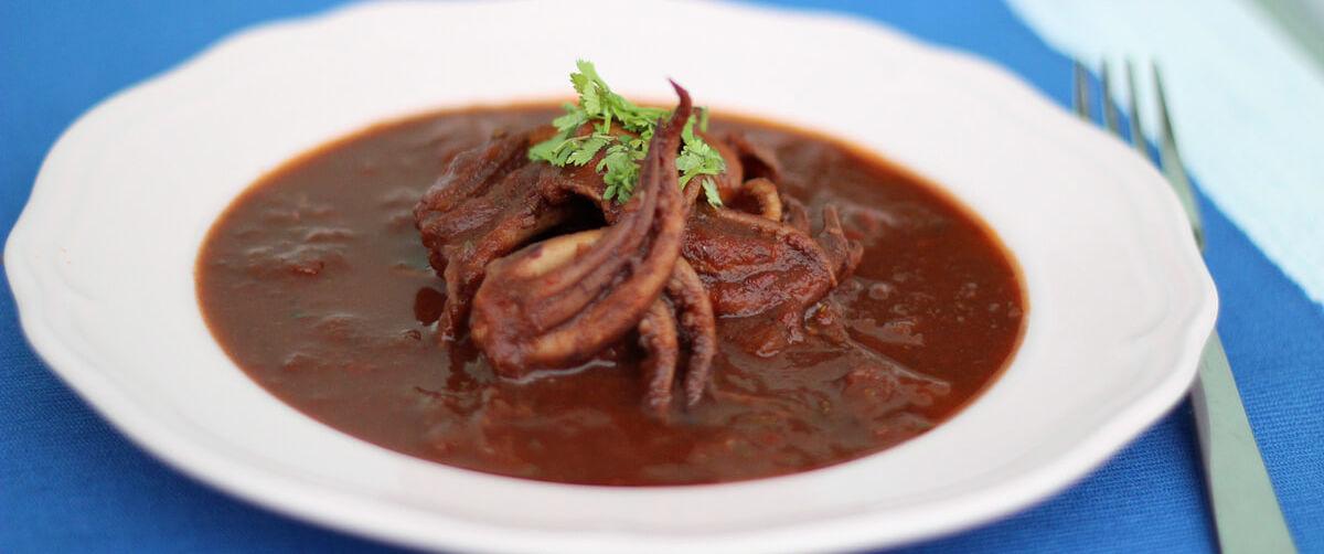 Zuppa di totani con tentacoli interi
