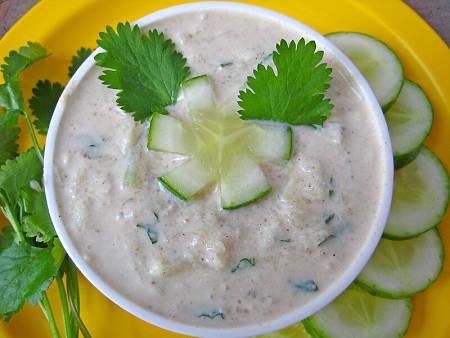 Raita di cetrioli e yogurt