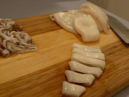 Come tagliare i mantelli di totani e calamari