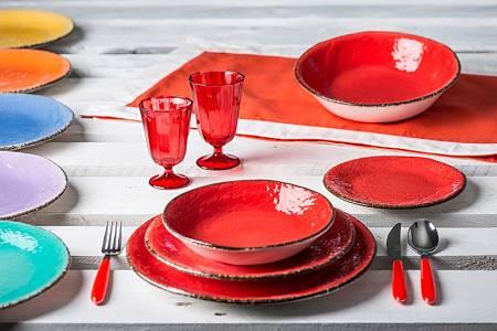 Servizio Pretra di colore rosso-aragostae dalla texture irregolare